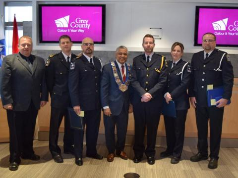 Group photo of exemplary service recipients, Warden and senior paramedic staff