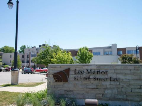 Lee Manor Sign